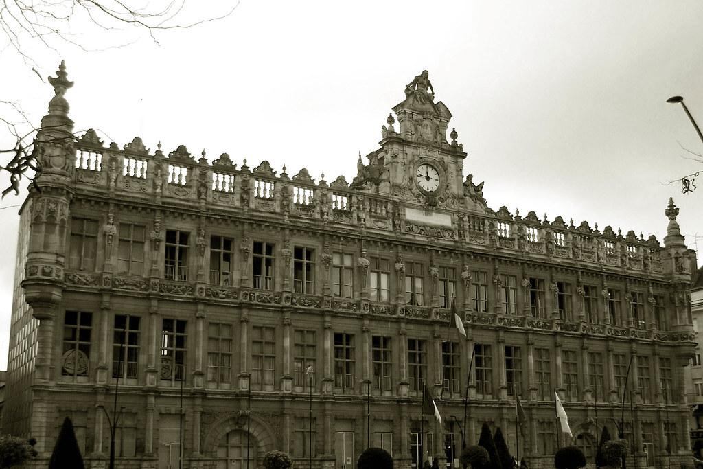 Hôtel de ville, Valenciennes (1612 et 1864-1867).