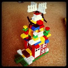 「ハウルの動く城」を見た息子が、父と一緒に作った家