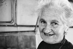 DSC_0407 (Stefania_Guglielmo) Tags: old portrait white black love smile nikon e sorriso sweetness bianco ritratto nero generation amore dolcezza nonna et sensibilit generazione