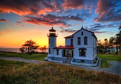 Sunset at the Admiralty Head Lighthouse HDR (Fresnatic) Tags: sunset usa washington lighthouses explore whidbeyisland pacificnorthwest hdr lightroom fortcasey admiraltyheadlighthouse photomatix hdraddicted pacificcoastlighthouses pacificnorthwestlighthouses canonrebelxsi fresnatic photoshopcs5 pugetsoundlighthouses