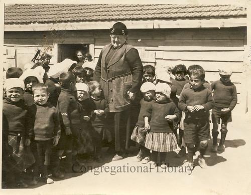 Cushman, Emma Darling, 1863-1931. Portrait with children.