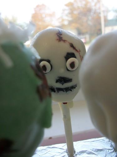 a skull cake pop