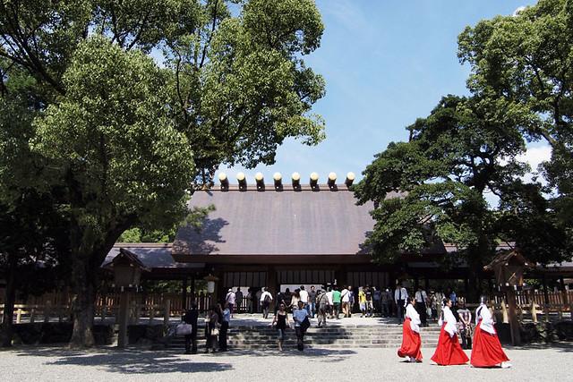 100918_121633_熱田神宮