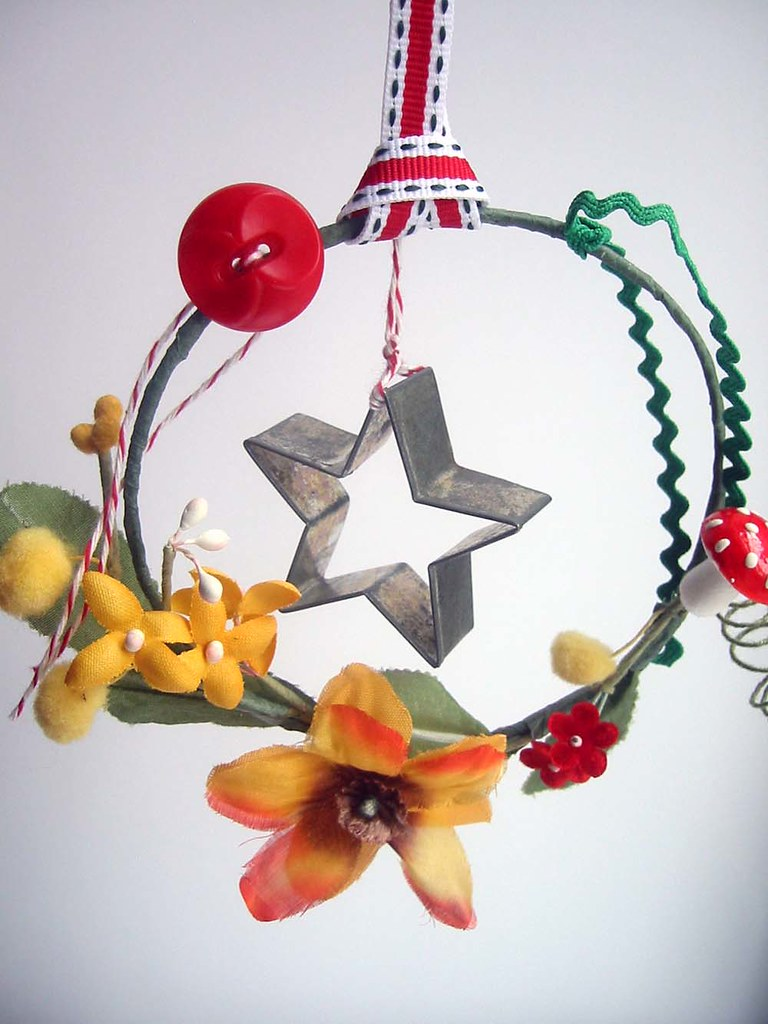 vintage star cookie cutter mobile