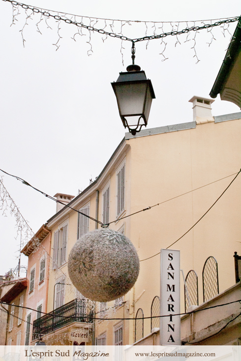 Holiday decor on Menadier Street (Cannes)
