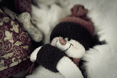 I need a Huge Warm Hug (Monsieur Nounou) Tags: cold snowman hug warm carotte nounou bonhommedeneige
