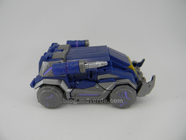 Transformers Cybertronian Soundwave Generations Deluxe - modo vehículo