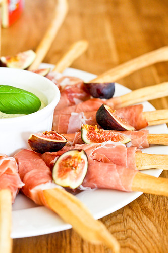 Prosciutto-Wrapped Grissini with Figs