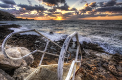 Un escalier vers la mer {EXPLORED} (Les Photos de Girolamo) Tags: light sunset sea sky italy seascape nature clouds canon landscape photography palermo hdr sferracavallo girolamo photomatix tonemapping canoneos50d cracchiolo omalorig