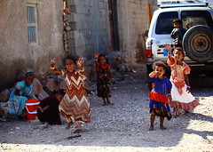 children in soqotra island-yemen (anthony pappone photography) Tags: pictures b boy baby color colors kids barn digital canon children lens island photography photo colorful colours colore foto child image bambini picture unesco arabia childrens yemen enfants fotografia crianças photograher barna 儿童 arabo yemeni phototravel 子供 الأطفال yaman дети 兒童 socotra arabie bambine childrentravel losniños arabiafelix arabieheureuse اليمن arabianpeninsula portraitsofchildren يمني बच्चे 也門 سقطرى сокотра alyaman yemenpicture yemenpictures barnamyndataka 索科特拉 childrenbestphotos barnaljsmyndari barnamyndat ソコトラ सोकोट्रा