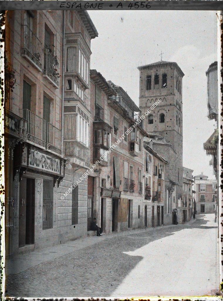 Calle de Santo Tomé entre el 15 y el 17 de junio de 1914. Autocromo de Auguste Léon. © Musée Albert-Kahn - Département des Hauts-de-Seine