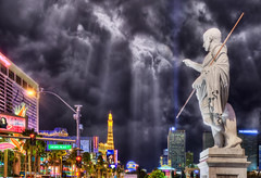 Caesar Points - Las Vegas (Mister Joe) Tags: paris statue night clouds lights nikon lasvegas flamingo nevada eiffeltower balloon joe caesar palace eifel thestrip caesarspalace marble dynamicrange pointing