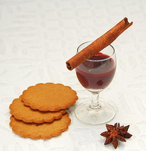 gelatina al vin brulè con biscotti speziati