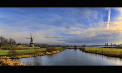 behind the water gate - a side view (Wim Koopman) Tags: holland water netherlands windmill dutch canon river landscape photography photo gate colorful stock powershot watergate stockphoto s90 kleurrijk merwede stockphotography s100 gorinchem gorkum wpk s95