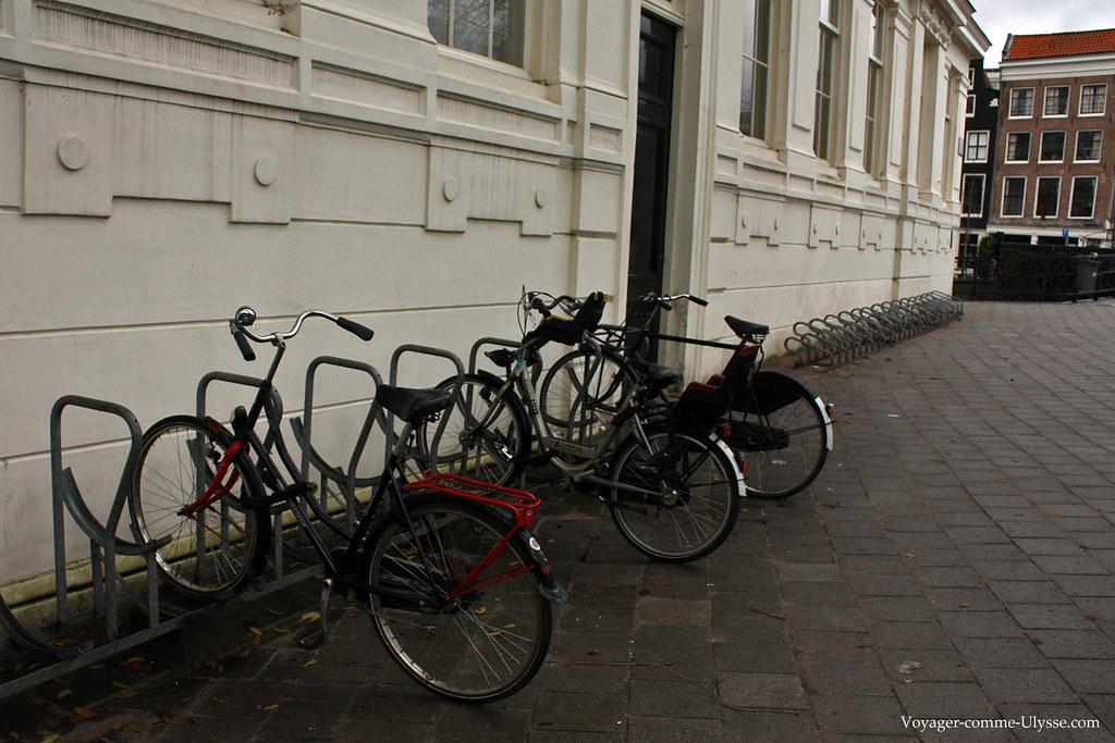 De nombreux points d'attache pour vélos sont présents dans toute la ville