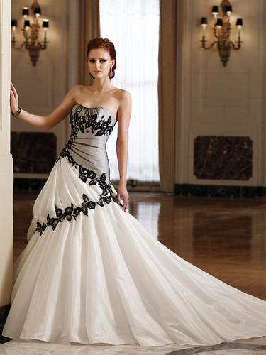 But more and more brides choose black as their wedding dresses 39 color