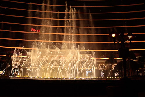 Musical fountain in front of Wynn Casino