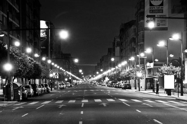 1111- las calles no tan desiertas como en un día normal, pero no es un día normal