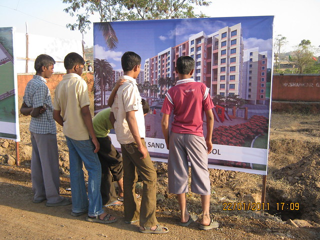 Visit to Neo City 1 BHK & 2 BHK Flats at Wagholi Pune 411 027 - digital images of Neo City are all over the road!