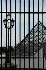 Vietato l'ingresso (.urbanman.) Tags: louvre grille pyramide accs fermeture interdit vietato