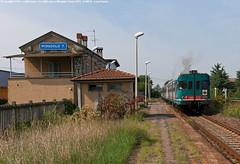 La fermata di Miradolo Terme (Luca Farina) Tags: railroad station train diesel rail railway bahn stazione treno fs pavia trenitalia ferrovia passengertrain regionale codogno aln668 nikond60 ln664 miradoloterme aln668xmpr aln6681115 paviacasalpusterlengocodogno trenopasseggeri aln6681118 aln668serie1000 r5085