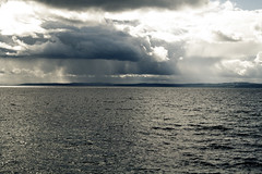 Vättern (xibalbax) Tags: sky sun lake clouds canon sweden land sunrays 1785mm vättern canoneos400d canonefs1785 flickraward