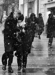 Les champs lyses sous la neige (. ADRIEN .) Tags: street winter snow paris france les la photo shot candid hiver champs cartier toureiffel concorde neige rue bresson adrien ronis lyses 2010 decembre flocons sous doisneau champslyses tuilerie parissouslaneige enneig champslyse adriensanglferrire parissouslaneigedcembre leschampslysessouslaneige