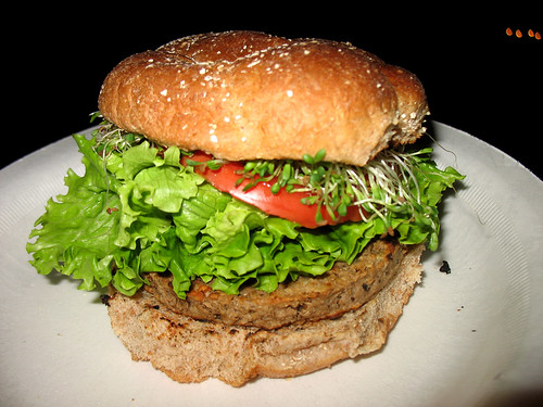Amys_veggie_burger_photo_03