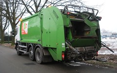 office back (Thieske_1987) Tags: trash garbage bin refuse sita wheeliebin garbagetruck garbageman trashtruck vuilniswagen kliko mllabfuhr refusetruck vuilnisman mllman kraakperswagen