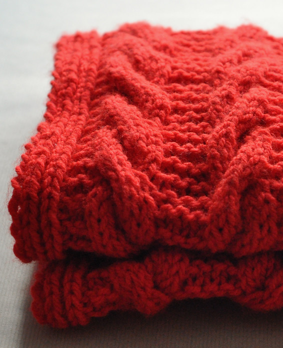 Red cable snood