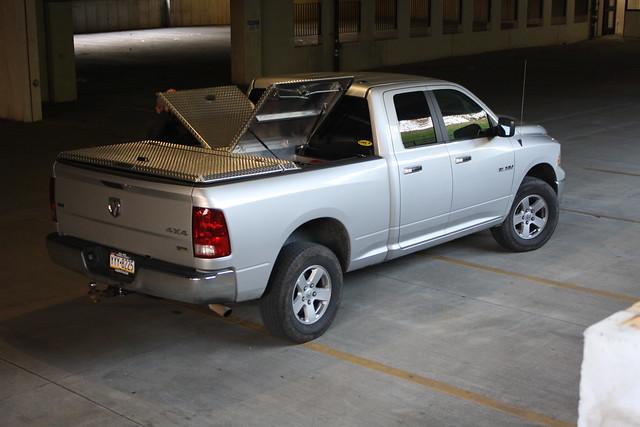 aluminum s pickuptruck using dodge ram polished 270 diamondback diamondplate howweroll tonneaucover truckbedcover dr09 twopanelsopen lightgrayorsilvertruck hardtruckbedcover diamondbackemployee