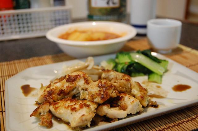 鶏胸のマヨパン粉焼きにバルサミコ酢をかけて。うまい肴! #jisui