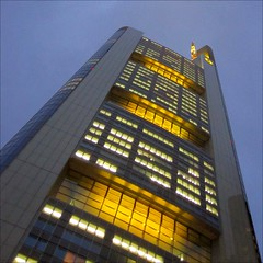 Commerzbank Tower (loop_oh) Tags: windows light reflection building tower window night facade germany deutschland lights mirror office reflex high hessen frankfurt fenster spiegel main towers haus bank front highrise mirrored rise reflexion bro banks frankfurtammain deka frankfurtmain fassade roemer commerzbank reflektion buero metropole hochhaus rmer dresdner mainhattan banken dresdnerbank eintracht sge frankfurtam