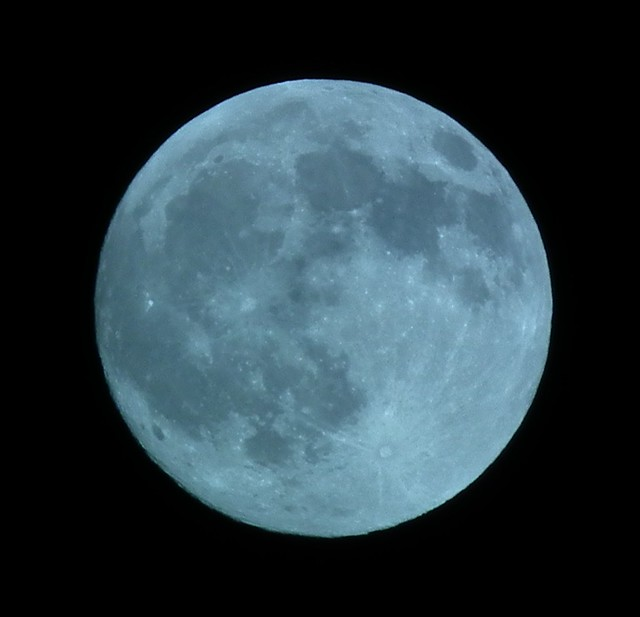 Full Moon (cropped)