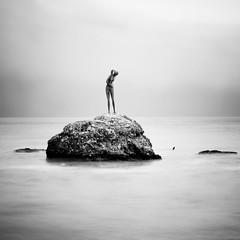 [フリー画像] 芸術・アート, 彫刻・彫像, 海岸, モノクロ写真, イタリア, 201101011900