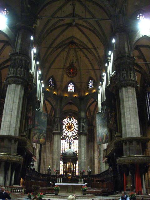 ミラノの大聖堂の内部のフリー写真素材
