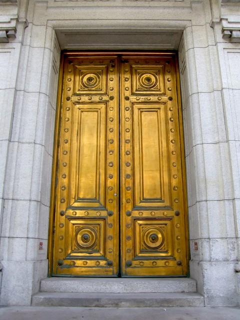 Brass doors & Photo du jour : Brass Doors - Spacing Montreal