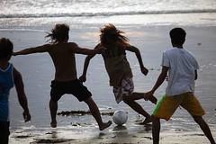 Bali beach (Mangiwau) Tags: bali beach indonesia fun football soccer futbol pantai kuta pssi