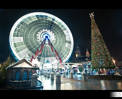 The Wheel of Christmas [Front Page] (HD Photographie) Tags: france grande place pentax explorer grand front explore page hd lille tamron fp frontpage nord roue hervé k7 2011 dapremont hervédapremont