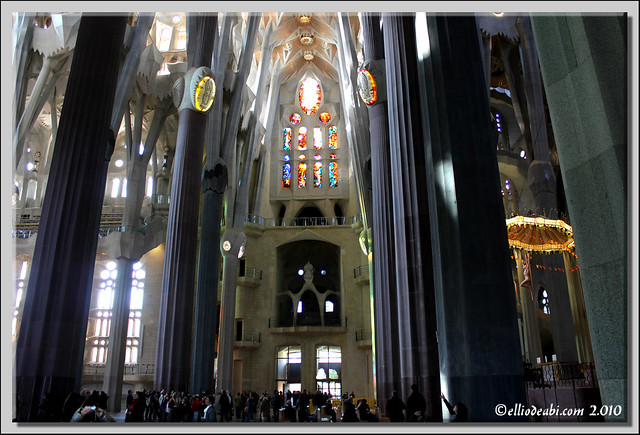 11 interior Sagrada Familia