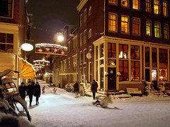 Even mom enjoys sledding from the bridge (Bn) Tags: city nightphotography bridge winter snow color sinterklaas amsterdam t