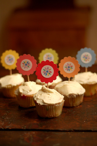 Daisy Girl Scout cupcakes.