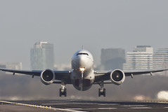 Rotate! (Vincent Kuipers) Tags: amsterdam canon eos is airport aviation usm 300 schiphol ef eham f4l 50d
