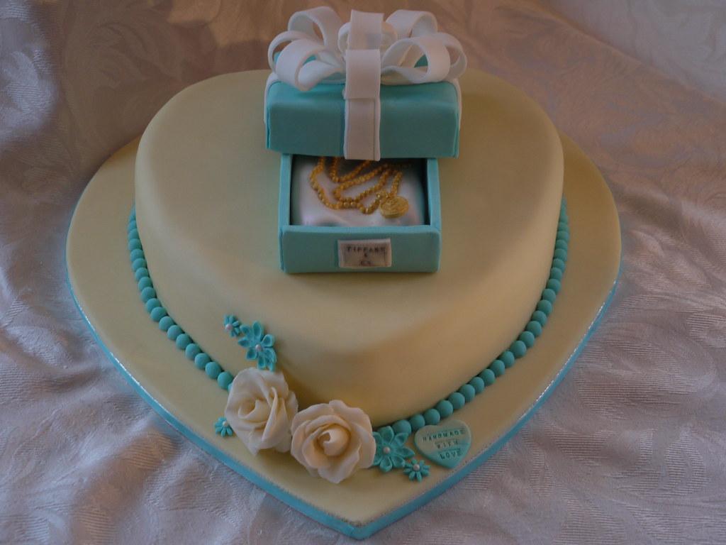 tiffany  gift box and pendant cake