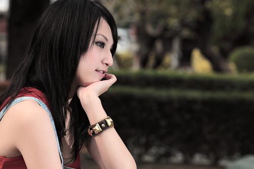 フリー写真素材, 人物, 女性, アジア女性, 台湾人, 横顔, 頬杖をつく,