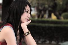 [フリー画像] 人物, 女性, アジア女性, 台湾人, 横顔, 頬杖をつく, 201101211500
