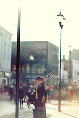 30 days of 85mm (philhearing) Tags: uk portrait photography blog dof scottish sharp website lincoln flare mk2 5d bagpipes performer 85 facebook actions mkii mark2 8512 8512ii photographyking 5dmk2 philhearing 85ii
