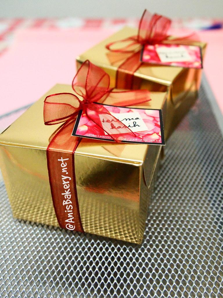 Tempahan Door Gift   bahulu cermai   eksklusif box   @ANisBAkery.net