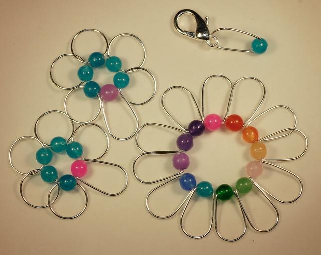 Nr. 193 - Jade, 10 runde + 14 ovale + 1 krok, tynn sølvfarget wire, 6,5 mm.      IMG_3924