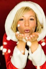 Weihnachten, Weihnachtsgrüsse (riner.jeannette) Tags: christmas xmas schnee rot germany weihnachten fun happy person couple familie weihnachtsmann santaclaus frau dezember geschenk voucher geschenke liebe neu hauch freude geheim nicklaus heiligabend einkauf gutschein geheimnis atem lieben weis pusten weiblich blasen angebot vorfreude präsent überrascht stillenacht angebote schneien weihnachtsgeld weihnachtsgeschenk weihnachtsgeschenke schenken überraschung weihnachtsgrüsse weihnachtseinkauf geschenkgutschein überraschen weihnachtseinkäufe einkaufsgutschein nicklaustag